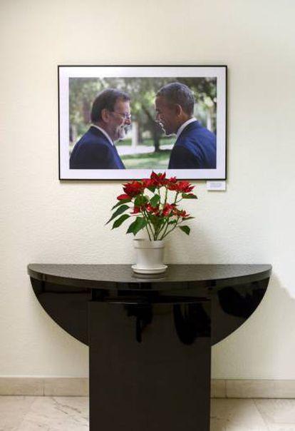 A photo of Rajoy with Barack Obama.
