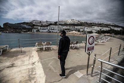 A migrant in the Puerto Rico neighborhood of Las Palmas de Gran Canaria.