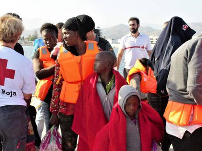 Around 250 migrants arrive in Motril on Monday, after being rescued by the Spanish authorities at sea.