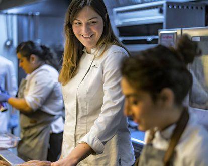 María José Martínez in the kitchen of Lienzo, Valencia.