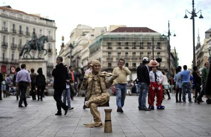 One of the Puerta del Sol's many street entertainers.