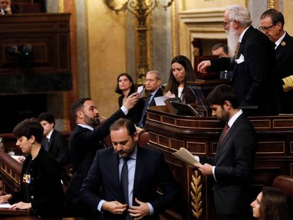 Vox leader Santiago Abascal hands his vote over to Agustín Javier Zamarrón in Spain's lower house, the Congress of Deputies.