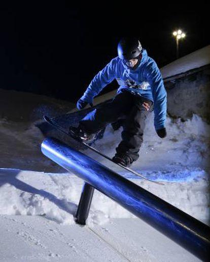 Snow on the nighttime snowpark, Sunset Park Henrik Harlaut, in Grandvalira, Andorra.