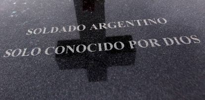 Grave of an unknown soldier at the Argentine Military Cemetery.