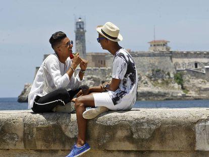Roiniel Torres and Dariel Hernández in Havana.