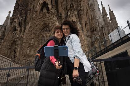 Two Basque tourists in front of the Sagrada Familia basilica in Barcelona on May 17.