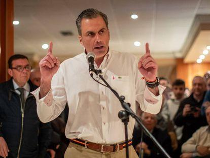 The general secretary of VOX, Javier Ortega, speaking to supporters in Granada.