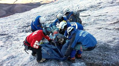 A group of rescue workers on the Chimborazo volcano.