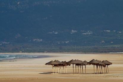 Los Lances beach in the southern province of Cádiz is deserted due to the state of alarm.