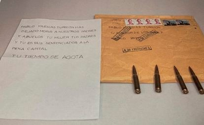 Image shared by Podemos leader Pablo Iglesias showing the letter and the bullets he received last week.