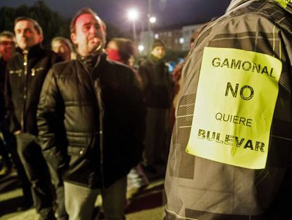 Residents of the Gamonal neighborhood in Burgos protesting the city's plan to beautify the area with a boulevard.