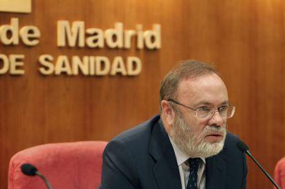 The director of Madrid's La Paz and Carlos III hospitals, Rafael Pérez-Santamarina, speaks to the press on Tuesday.
