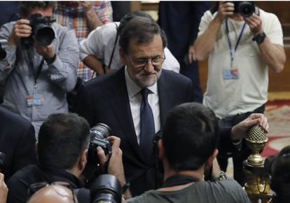 Acting Spanish PM Mariano Rajoy walks out of Congress after losing the vote.