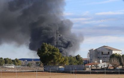 Thick smoke rises from Los Llanos air base shortly after the F-16 crash.