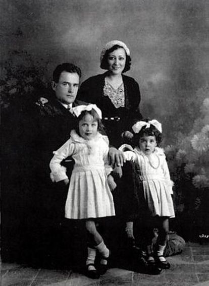 Carlota O'Neill and Virgilio Leret with their daughters Mariela and Carlota.