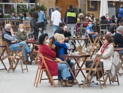 A sidewalk café in Spain over the Easter break.