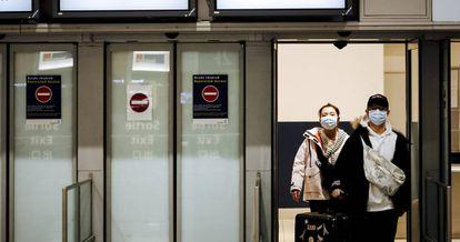 Passengers from Beijing arriving in Paris.