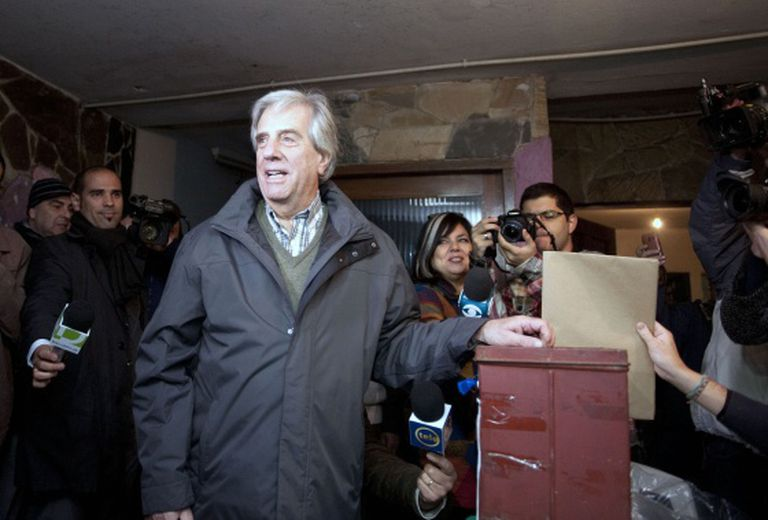 Tabaré Vázquez votes in Sunday's primaries.