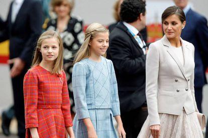Queen Letizia with Princess Leonor and the 'infanta' Sofía.