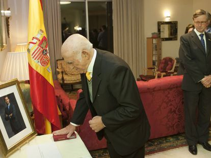 Sephardic Jew Marco Macías at a Spanish citizenship ceremony.