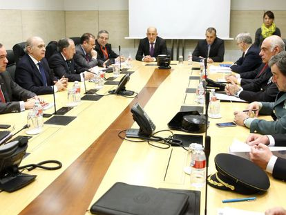 Acting Interior Minister Jorge Fernádez Díaz (third from left) during the emergency meeting.