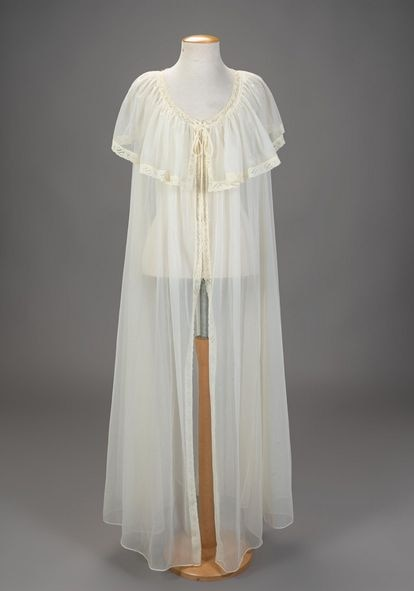 A nightgown used by Vivien Leigh is part of the collection to be sold by the auction house Setdart.