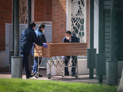 A coffin is taken to the La Almudena cemetery in Madrid.
