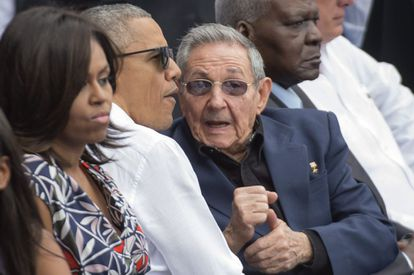 First Lady Michelle Obama, US President Barack Obama and Cuban President Raúl Castro at the baseball game.