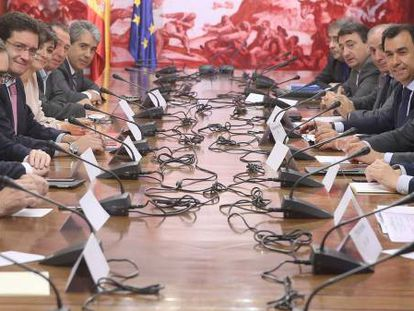 Spanish party representatives met on Thursday to try to find ways to reduce campaign spending.