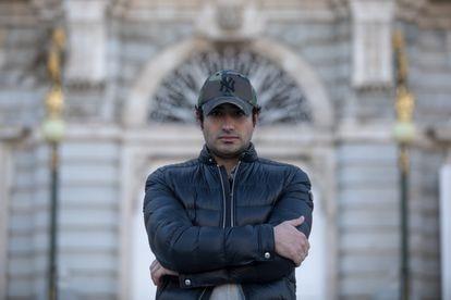 "Luis ""Alvise"" Pérez in front of Madrid's Royal Palace."