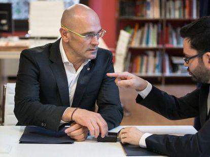 Romeva meets with outgoing Catalan foreign affairs secretary Roger Albinana.