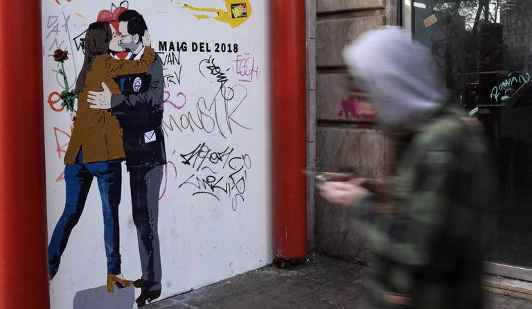 A drawing by the artist TvBoy of Spanish PM Mariano Rajoy kissing Ciudadanos candidate Inés Arrimadas.