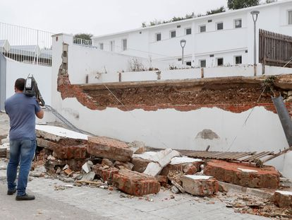 A news cameraman observes the damage left behind on Tuesday by the extreme weather in Estepa, Seville.