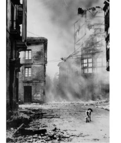 This image of the dog Ogi (Bread) at the corner of Guernica's Artekale and San Juan streets is one of the best known images of the bombing of the town.