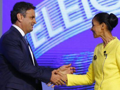 Aécio Neves greets Marina Silva at the TV debate.