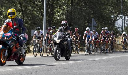 Cyclists on the M-608 road in Madrid.