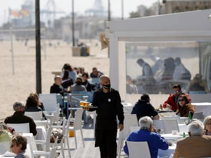 A waiter serving tables at a restaurant on Malvarrosa beach in Valencia this week.
