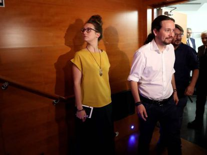 Pablo Iglesias attends a speech on Wednesday given by Catalan regional premier Carles Puigdemont.