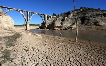 The Entrepeñas reservoir in Guadalajara during a drought in 2017.