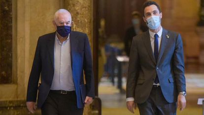 Ernest Maragall (l) and Roger Torrent in the Catalan parliament.