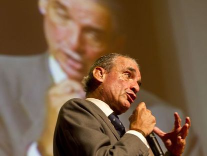 Mario Conde during a presentation of his Civil Society and Democracy formation.