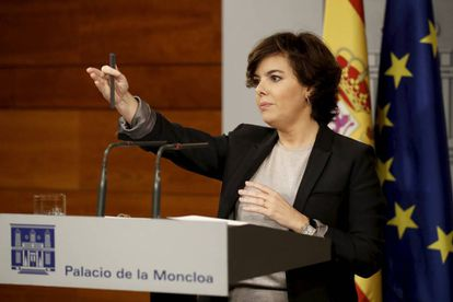 Soraya Saenz de Santamaría speaks at the Moncloa Palace about Puigdemont's letter to the government.