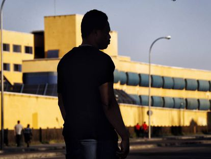 A migrant from Ghana near the Aluche holding center in Madrid.