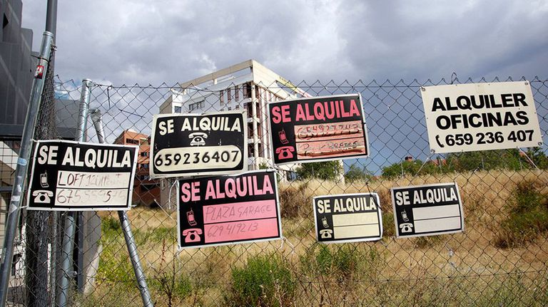 To let signs in Madrid.