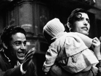 An image from Colom's show El Carrer, comprising photos taken in Barcelona's Barrio Chino from 1958 to 1960.