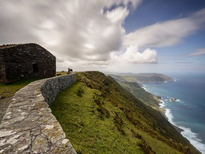A stone cabin sits on the highest point of Herbeira cliff in Cedeira (A Coruña)