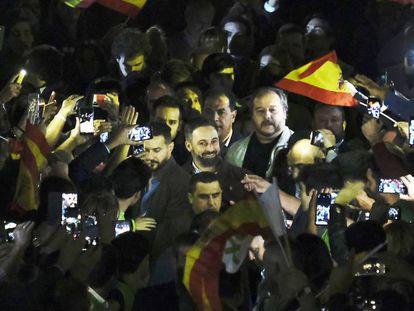 Vox leader Santiago Abascal (center), this Wednesday in Seville.