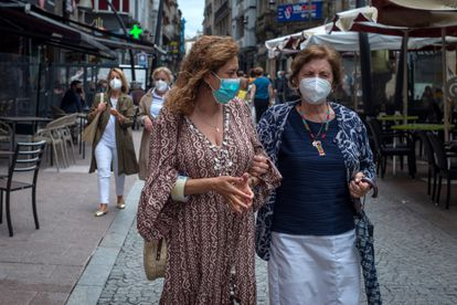 Two women wear face masks in a street in the center of Ourense.