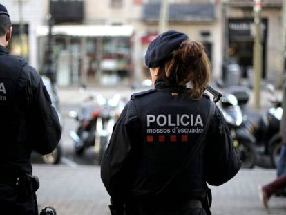 Two Mossos d'Esquadra patrolling Las Ramblas on Monday.