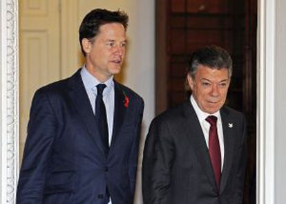 Colombian President Juan Manuel Santos (r) met with Britain's Deputy Prime Minister Nick Clegg (l) in London on November 7.